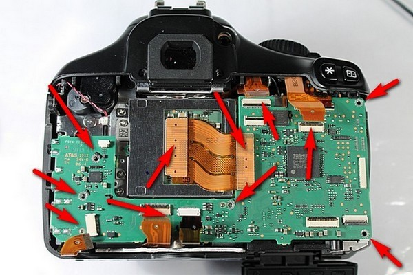 Disassembling Canon 1100D